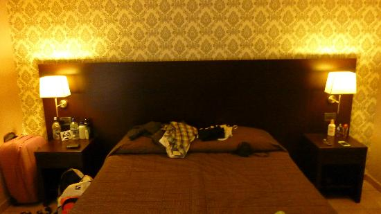 Seven Kings Relais: Large Bed