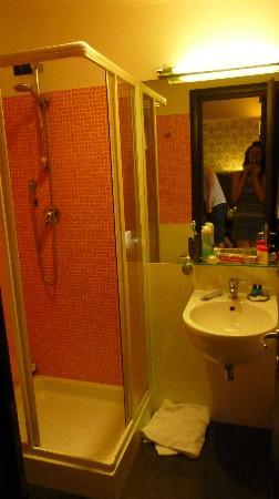 Seven Kings Relais: Modern very clean bathroom