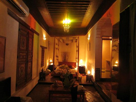 Dar Melody: the terrace room at night