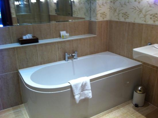 Murrayshall House Hotel: fab master suite bathroom