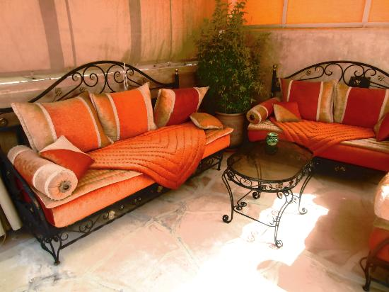Dar Melody: seating area on the terrace