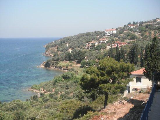 Hotel Andromeda: Blick vom Balkon auf die Küste von Vathi