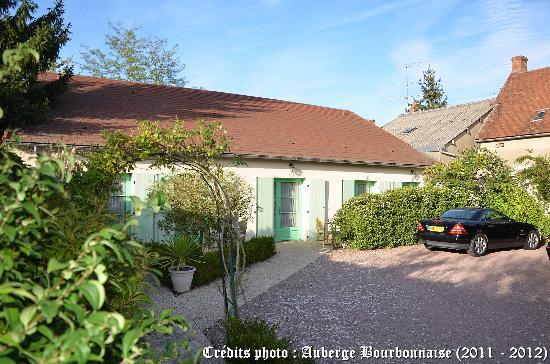 Auberge Bourbonnaise: Les 5 Chambres en Rez de Jardin