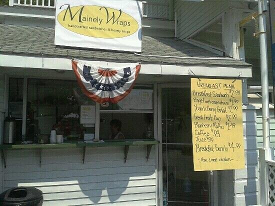 Mainely Wraps: don t miss this place...