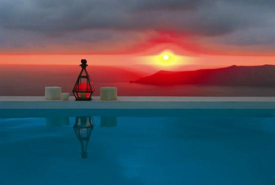 Altana Traditional Houses and Suites: Sunset view from the pool (October)