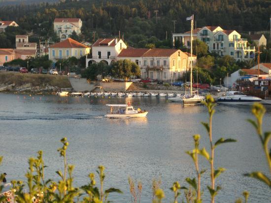 Nicolas' Taverna: Saved by the view