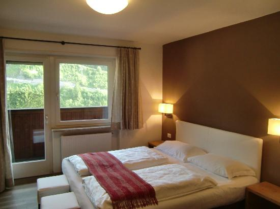 Pra de Metz Apartments : la stanza con vista sul Sassolungo