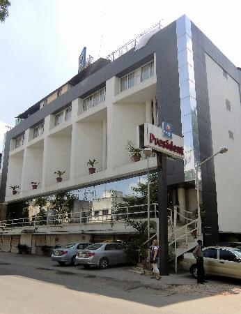 Comfort Inn President: hotellet sett från gatan