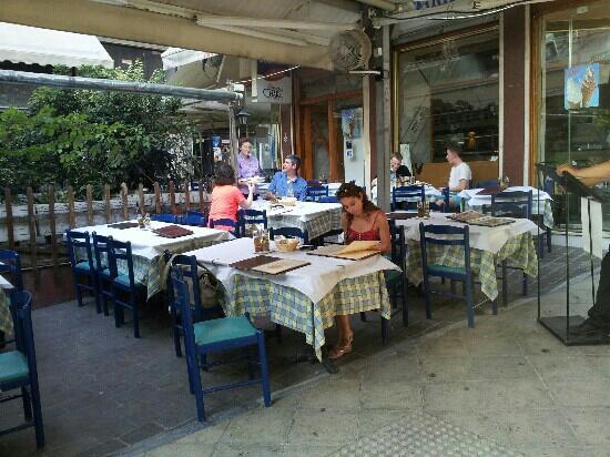 Ithaki: outdoor seating