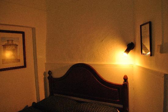 Pensao Residencial Policarpo: A corner of my room