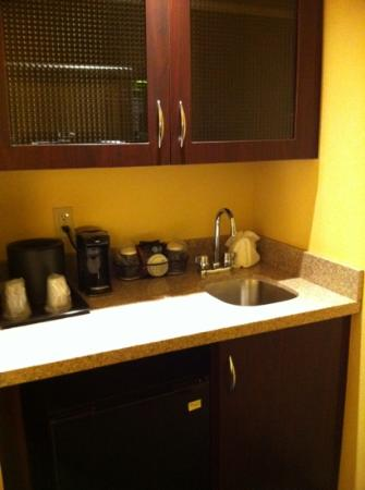 SpringHill Suites Corona Riverside: kitchenette
