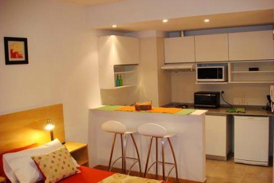 Apartamento no 1 vista desayunador y cocina fotografa de grupo 1 vista desayunador y cocina thecheapjerseys Images