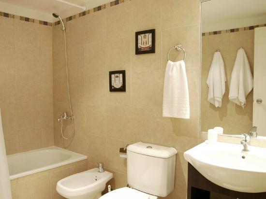 Apartamento no 1 sala de ba o fotograf a de grupo coinca for Fotos de salas de bano