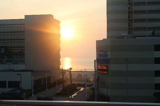 Howard Johnson Virginia Beach At The Beach: View from room