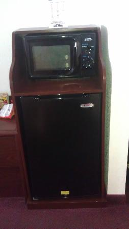 Quality Inn & Suites: microwave and fridge