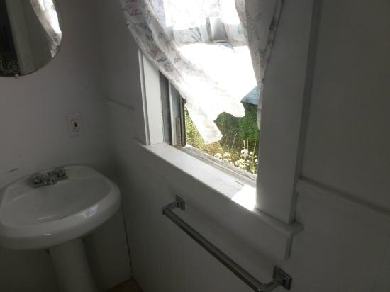 Kalmar Village: Breeze blowing out a screenless bathroom window