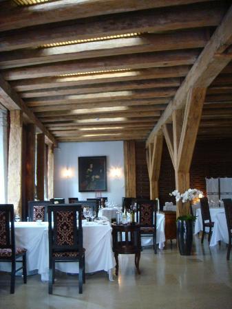 Bordoo at Three Sisters: interior