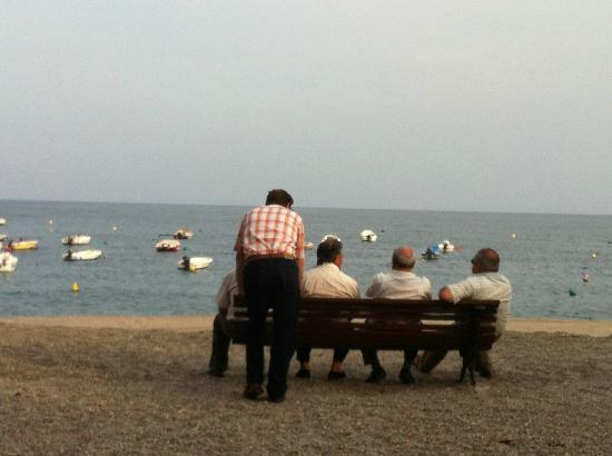 Hotel Embarcadero de Calahonda: Old men and the sea