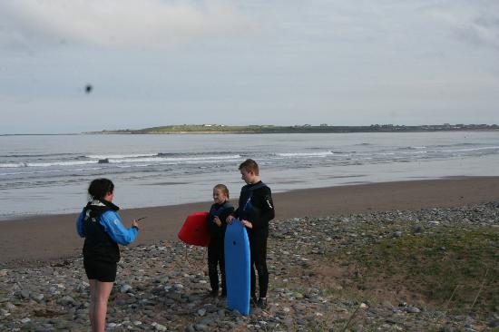 Courtyard Irish Holiday Cottages: The kids getting ready for body boarding
