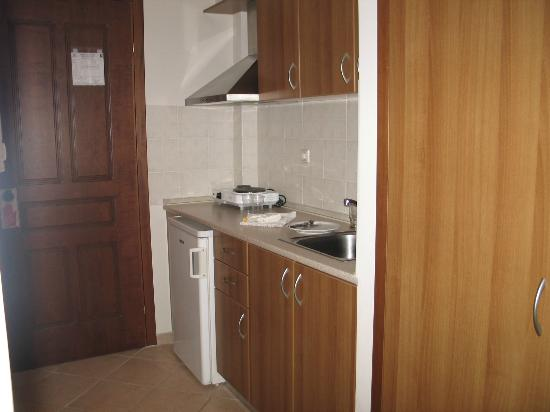 Hotel Paralio: small kitchen