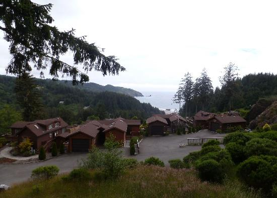 Whaleshead Beach Resort: View of the rest of the cabins and Whaleshead Beach from the large deck