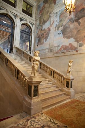 Ca' Sagredo Hotel: Stairway to breakfast -