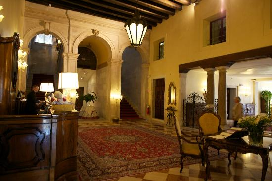 Ca' Sagredo Hotel: Lobby of the hotel