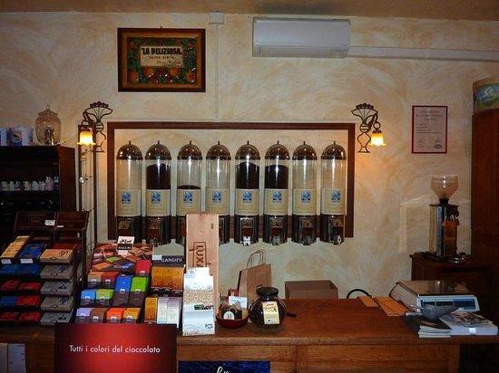 """Artlife Caffe Penazzi 1926: Il lato """"bottega"""" della Torrefazione, che propone specialità artigianali, oltre ai nostri Caffè"""