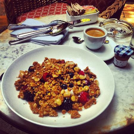 Greenwich Hotel : the best granola!