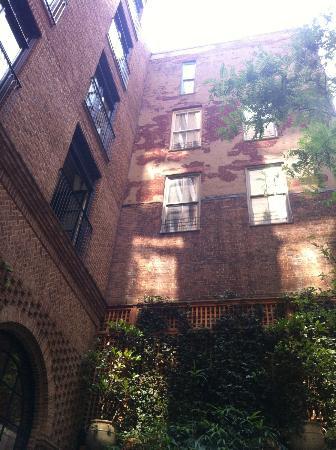 Greenwich Hotel: The courtyard