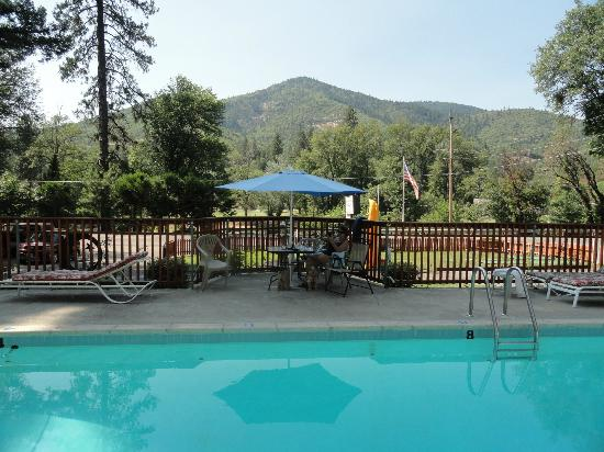 Bella Rosa Inn: pool with a view