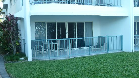 Roydon Beachfront Apartments: View of our apartment from the outside. Step out the door and you are on the beach.