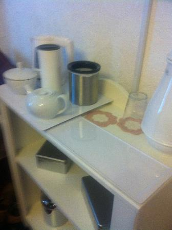 Pen Y Cefn Guesthouse: Everything here! Tea, Coffee, Hot Chocolate, Sweets, Biscuits - got the lot!