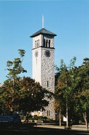 Comfort Inn Midtown: Queen's University Grant Hall Clock Tower