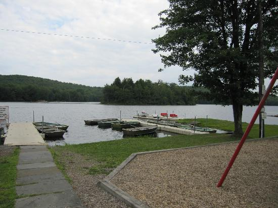 Keen Lake Camping and Cottage Resort: rent a boat