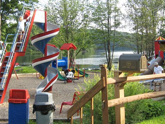 Keen Lake Camping and Cottage Resort : let's play!