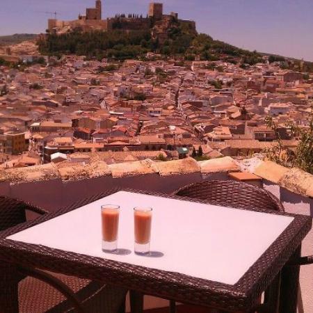 Andalucian Guesthouse La Mota Vista: Home made gazpacho and views of La Mota