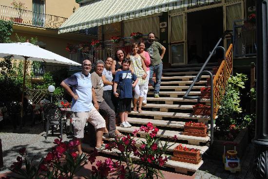 Hotel Manzoni: Eccoci con tutta la bellissima famiglia Semprini!