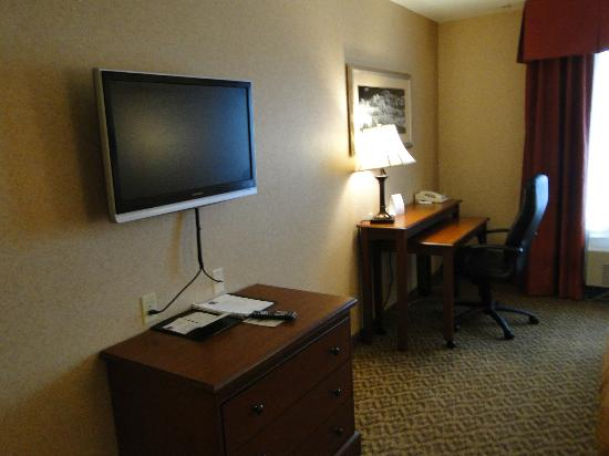 Comfort Suites Anchorage International Airport: Big LCD TV wall mounted