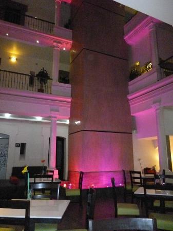 Hotel Abu: vista interior del hotel.