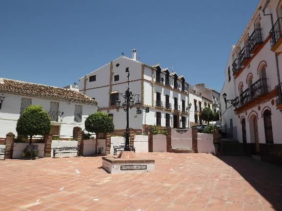La Casa Grande del Burgo: the hotel from the Town Square