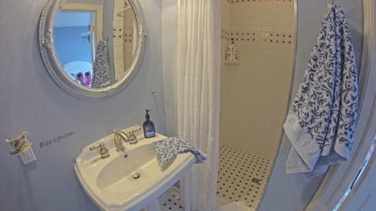 Benaaron Guest House: Sodalite Suite Ensuite