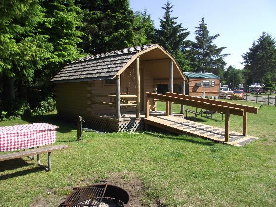 Astoria/Warrenton/Seaside KOA: neighbor cabin