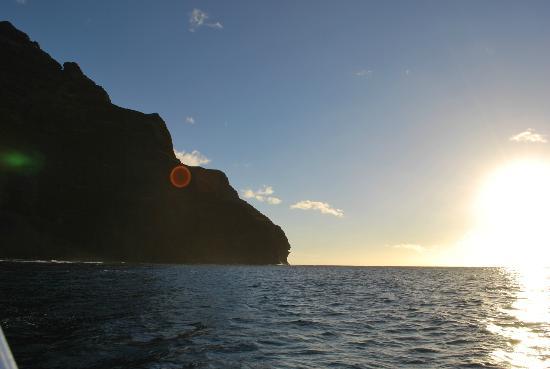 Kaulana Pali Kai: Sunsetting