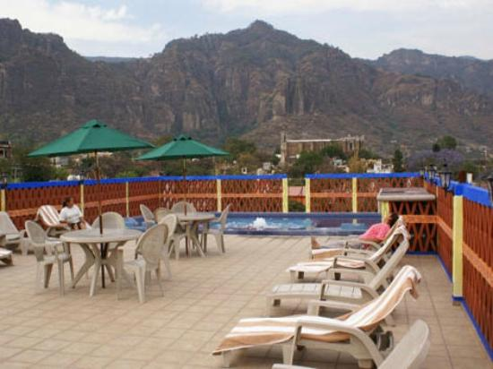 Hotel Spa Mi Pueblito: ASOLEADERO CON VISTA A LA PIRAMIDE DEL TEPOZTECO CON JACUZZI