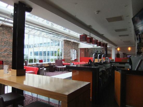 Novotel Cardiff Centre: Bar Area