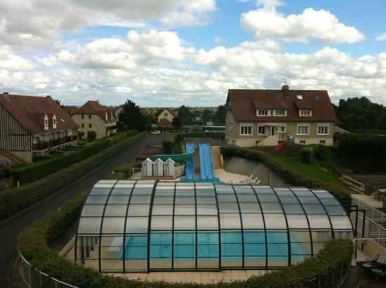 Bon Séjour La Plage : The swimming pool