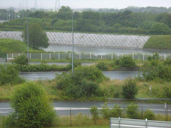 Ibis Villepinte Parc Expos: vue depuis l'arriere de l'hotel