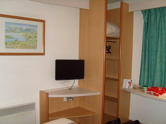 Ibis Villepinte Parc Expos: chambre avec un lit double