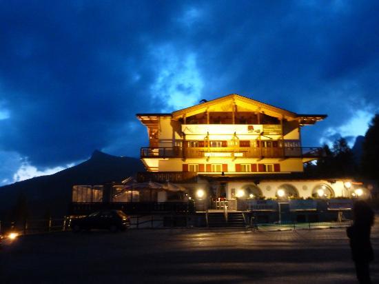 Hotel Bellavista: vista notturna dell'Aalbergo